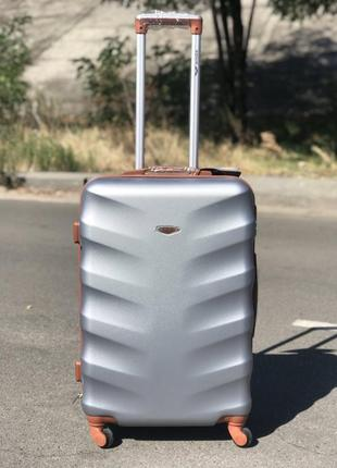 Уценка! пластиковый чемодан из поликарбоната средний серебро
