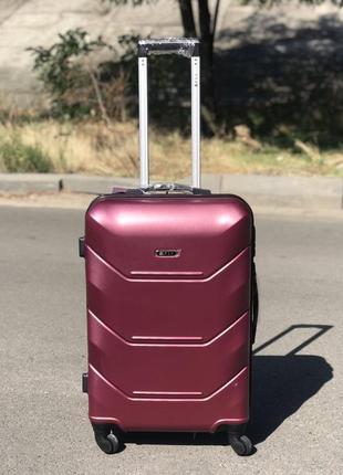 Уценка! пластиковый чемодан из поликарбоната средний бордовый
