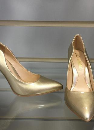 Туфли золотистые