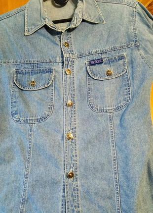 Джинсовая рубашка светло-голубого цвета