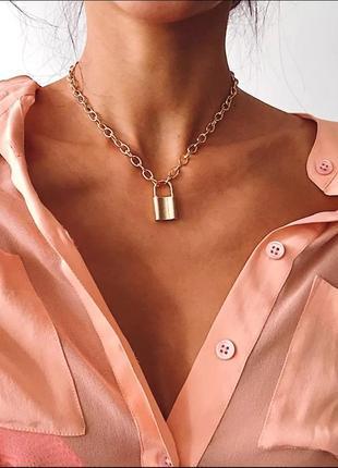 Ожерелье колье цепочка золотистая с подвеской замок