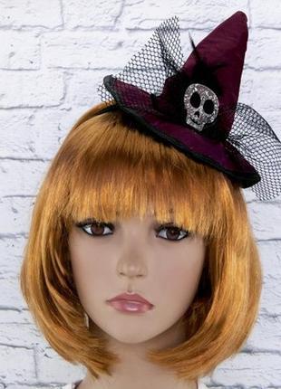 Шляпка на ободке ведьмочка с черепом бордовая