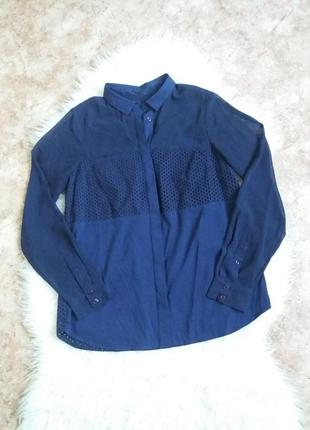 Синяя блуза-рубашка с полупрозрачными рукавами и вставками из прошвы