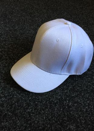 Белая кепка бейсболка снепбек