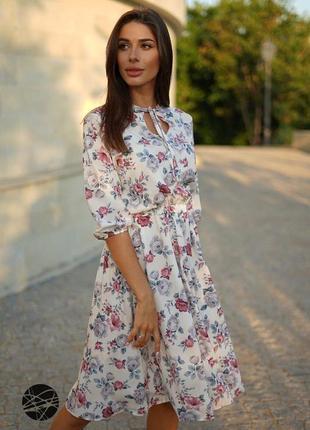 Платье миди с вырезом-капелькой белое в цветок