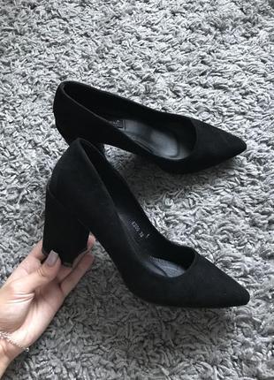 Туфли лодочки черные базовые на толстом каблуке замша