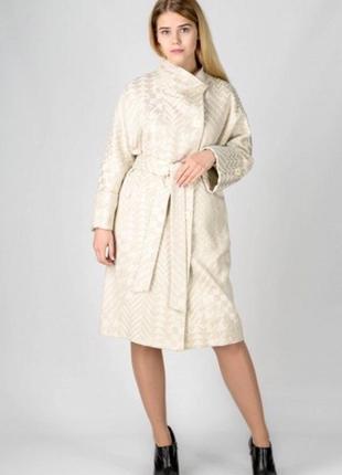 Кремовое пальто на запах демисезон зима