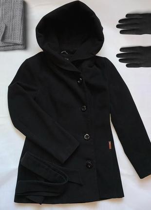 Демисезонное пальто в чёрном  цвете