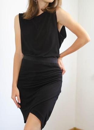 Malene birger маленькое черное платье с эффектом на запах, красивое, элегантное по фигуре