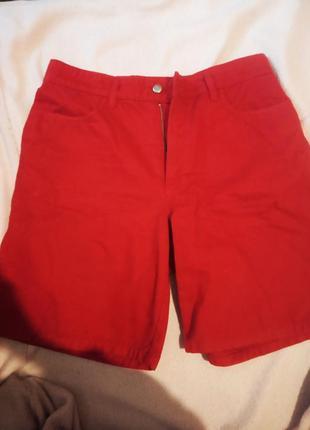 Женские шорты ярко красного цвета