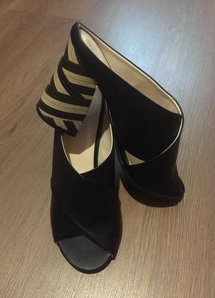 Босоножки/ туфли на высоком каблуке