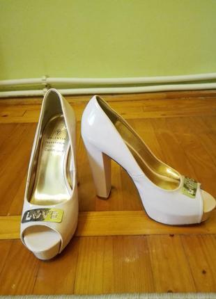 Лакові туфлі з відкритим носиком