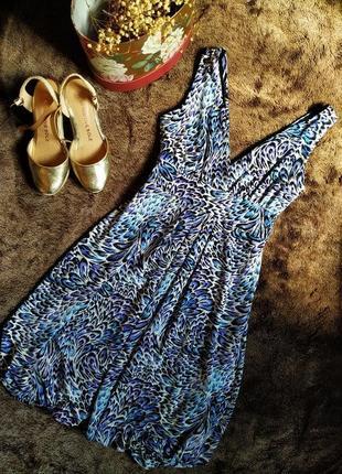 Приталенное платье с открытым декольте и ярким принтом от dorothy perkins