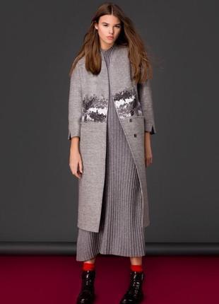 Тёплое пальто с декорацией зима демисезон