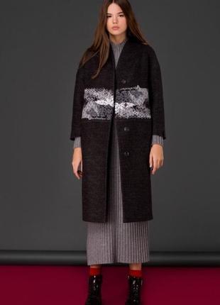 Шерстяное пальто с декорацией зима демисезон