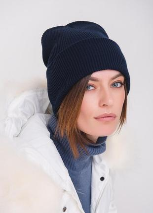 Темно синяя шапка лопатка рубчик