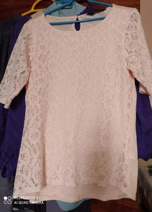 Нежно розовая гипюровая футболка