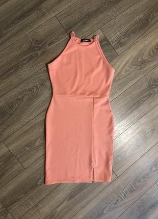 Шикарное платье с разрезом на ножке