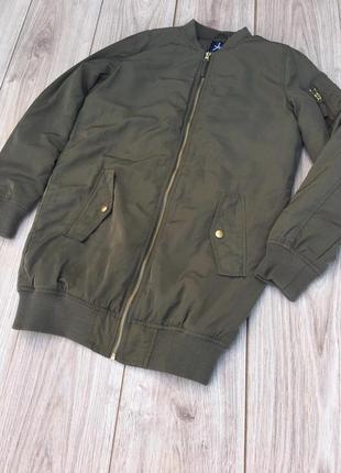 Стильная актуальная оливковая куртка бомбер atmosphere zara h&m