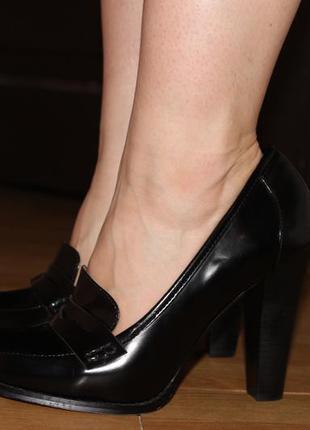 Стильные туфли лоферы  на каблуке next
