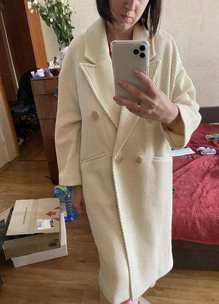 Молочное белое пальто zara