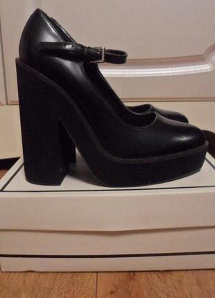 Новые туфли на тракторной подошве river island edcd3da791972