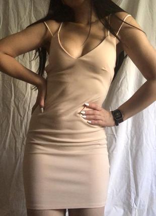 Шикарное платье missgueded