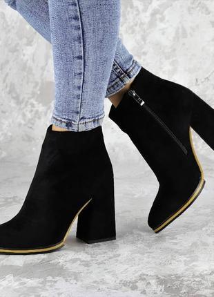 Зимние женские черные ботинки на каблуке эко-замша