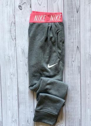 Женские спортивные штаны nike серые с широкой лампасной резинкой найк