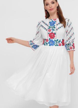 Роскошное платье с принтом под вышивку