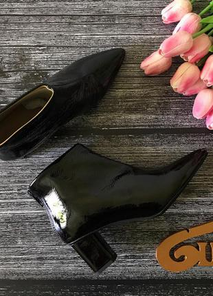 Классические кожаные ботильоны с элегантным лаковым покрытием     sh