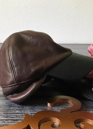 Модные кожаные кепки на весну-осень в шоколадном оттенке    h&m studio