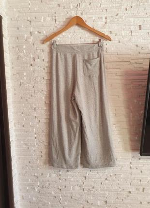 Мягкие укороченные штаны кюлоты в спортивном стиле uniqlo3 фото
