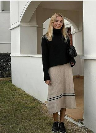Бежевая трикотажная юбка