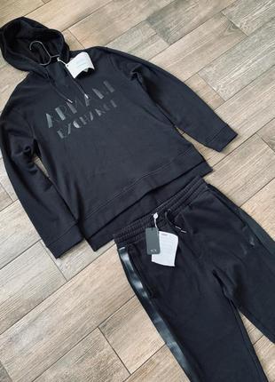Спорттивный , повседневный костюм от armani exchange