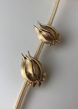 Винтажные клипсы trifari тюльпан (gold tone)1 фото