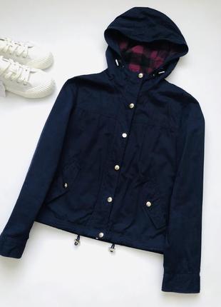 Стильная куртка ветровка.