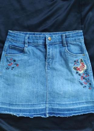 Джинсовая юбка с вышивкой и необработанным низом