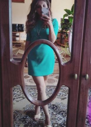 Бирюзовое платье с цепью
