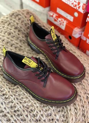 Вишнёвые туфли, броги с желтыми строчками