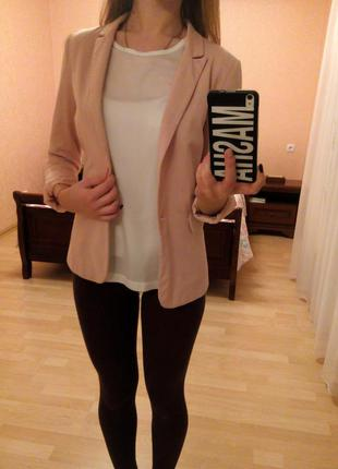 Стильный нежно розовый пиджак