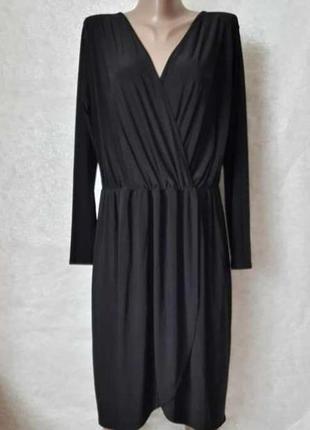 Фирменное boohoo платье миди на запах в чёрном цвете со струящейся ткани, размер 3хл