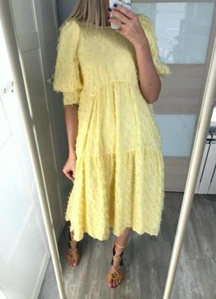 Красивое желтое платье