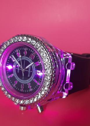 Часы женские наручные с подсветкой