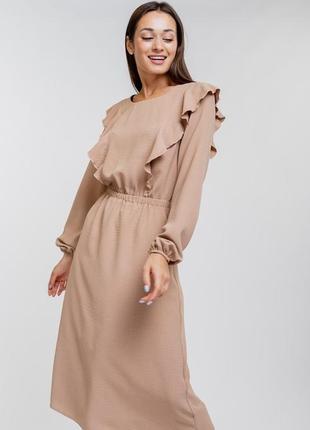 Платье-миди с длинными рукавами и рюшами крылышками