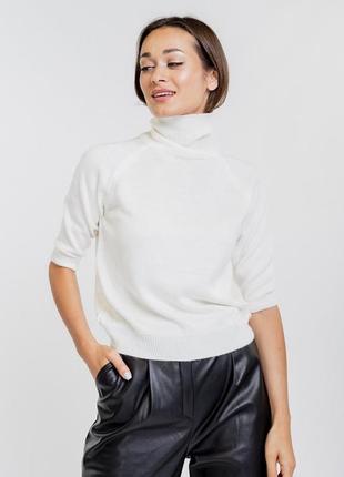 Женская вязаная кофточка с короткими рукавами