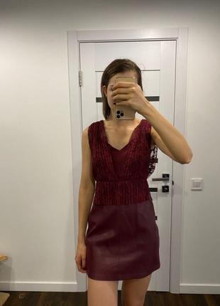 Мини платье zara из эко кожи и гипюра xs