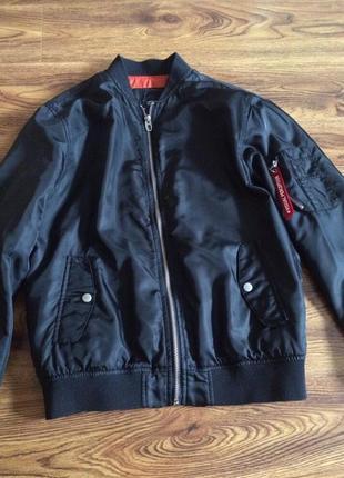 Теплый бомбер куртка bershka