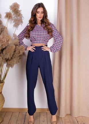 Костюм брюки на высокой посадке и блузка в красную  клеточку