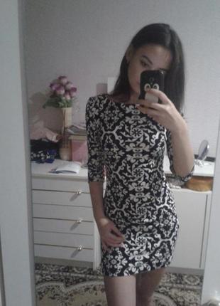 Стильное обтягивающее платье